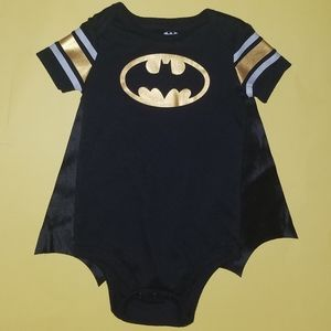 🎃Baby's 0-6 Months Batman Onesie With Cape🎃